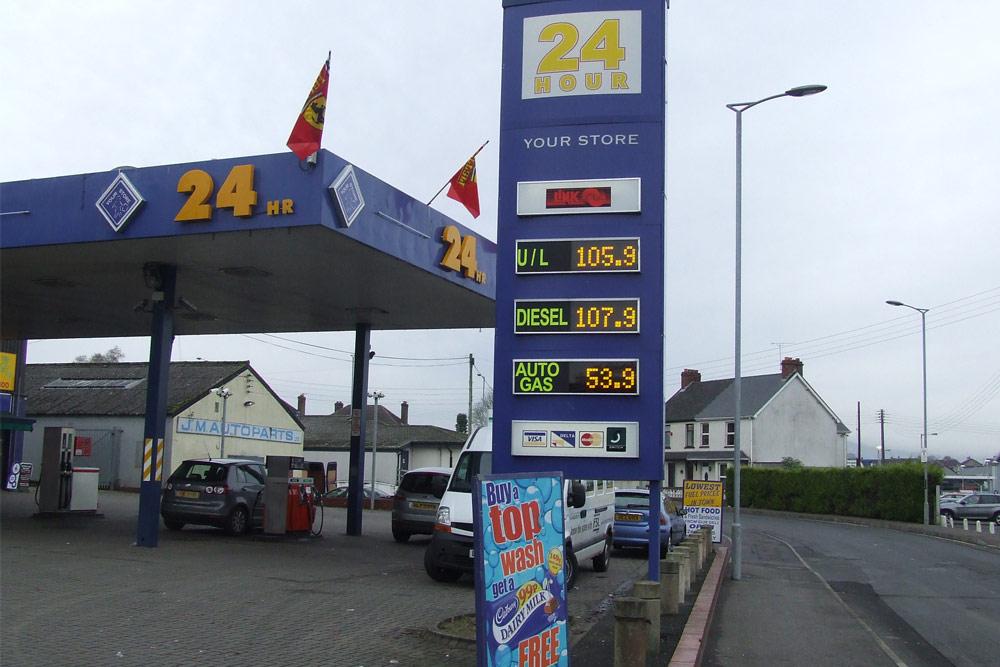 Fuel Price Forecourt Displays